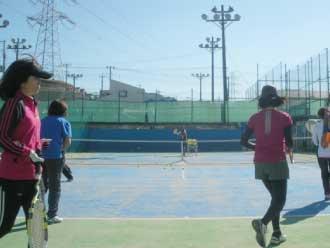 大人向けテニススクールのご案内
