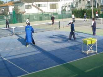 ワールドテニススクールの特長は?